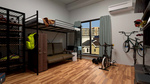 大学に入学して、一人暮らしを満喫しているスポーツ好きな青年の部屋をコンセプトに制作しました。